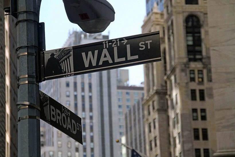 "stock exchange 1376107 1920 820x547 - ""WILK Z WALL STREET"" - biografia Jordana Belforta"