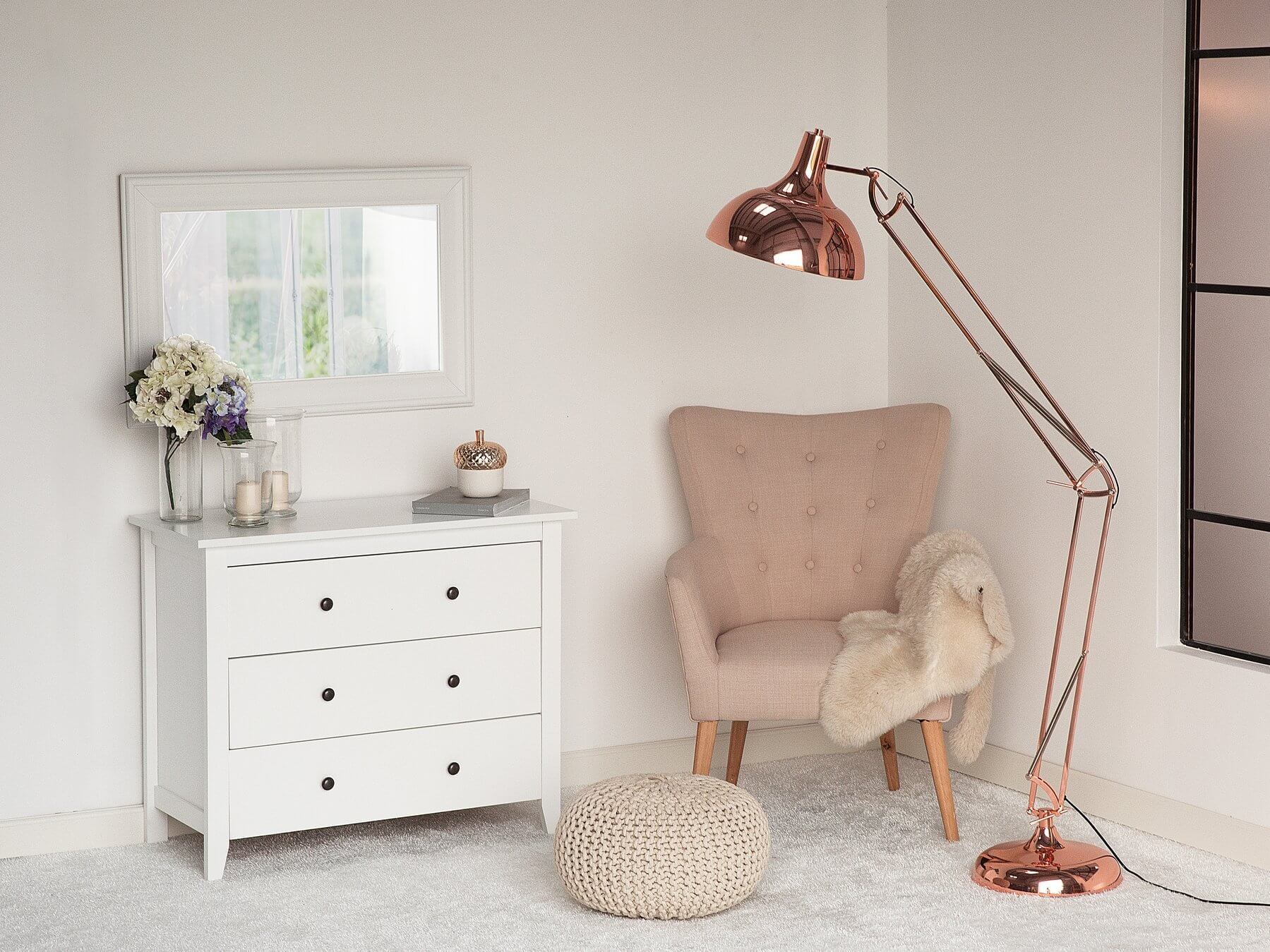 undef src sa picid 684002 x 1800 type color image - Kącik do czytania - jak wybrać fotel, lampę i regał?